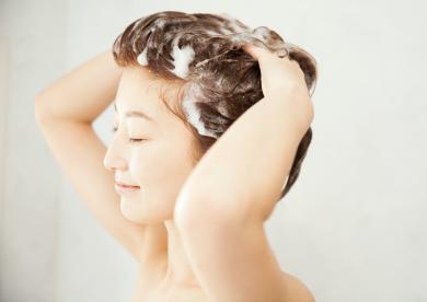 頭皮からフェイスラインをキュッ!お風呂でできるヘッドスパの方法